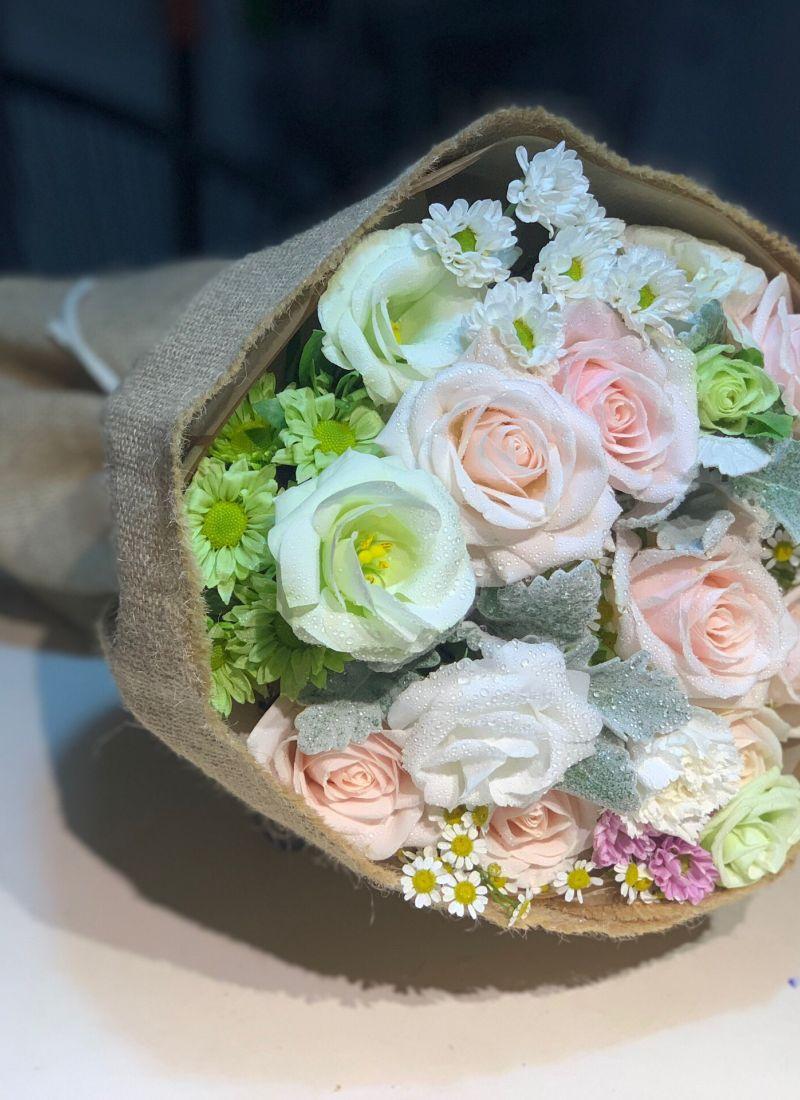 Hoa hồng tone trắng mix